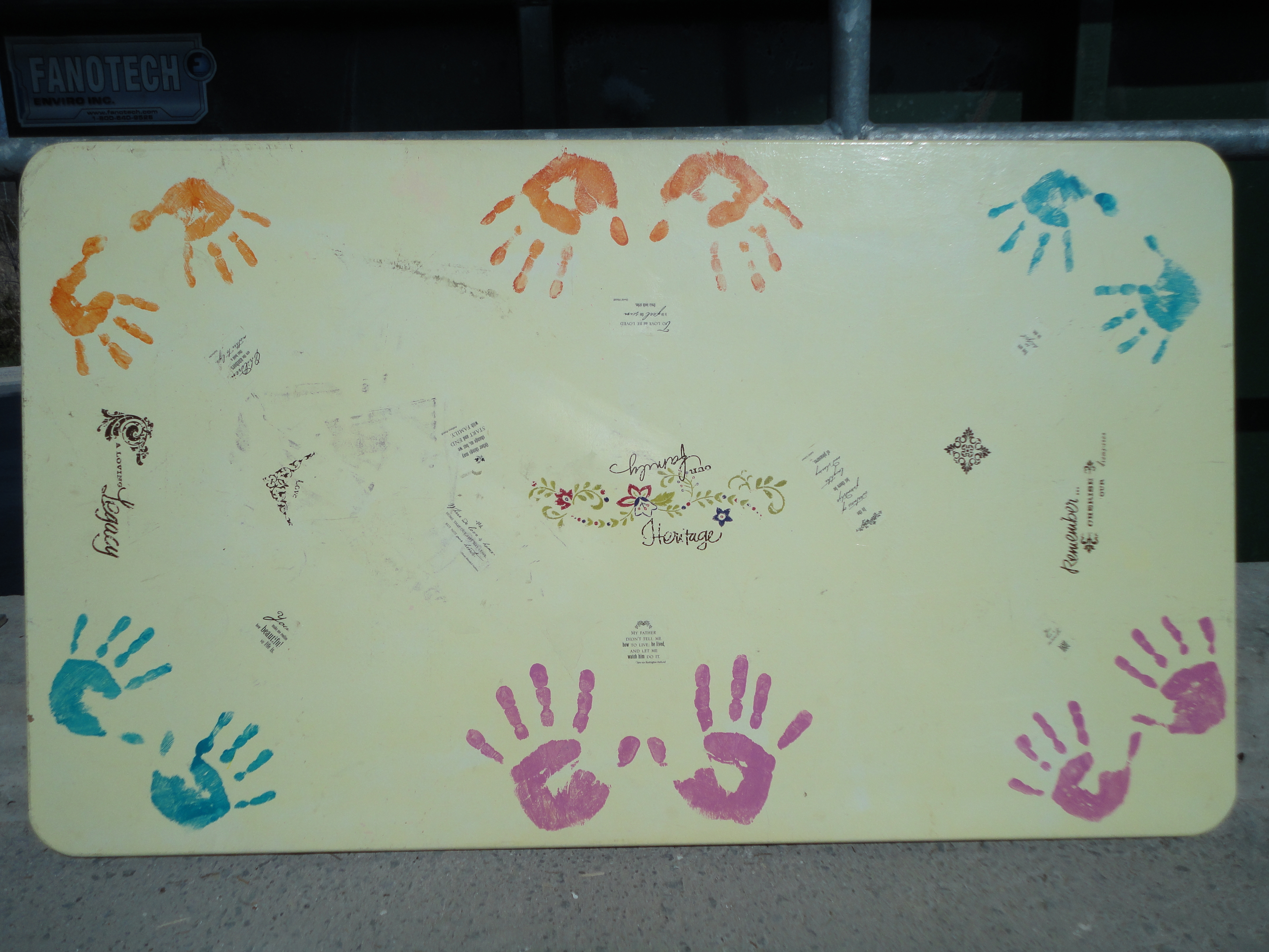 The hand table (4)
